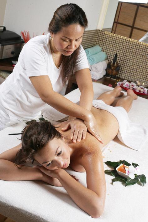 Лесбиянка трахнула клиентку во время массажа онлайн